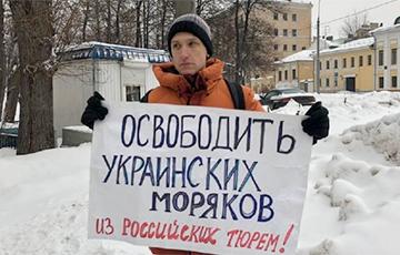 Украинские моряки собрали деньги в поддержку российского активиста
