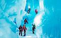 Полярники нашли в Антарктиде таинственную 3-этажную пещеру с озерами и рекой