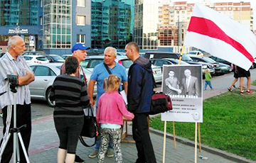 """Lukashenka Must Resign"": First Picket To Collect Signatures Held In Vitsebsk"