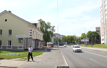 В Мозыре пассажир автобуса плюнул в окно, попал в велосипедиста, а тот догнал обидчика