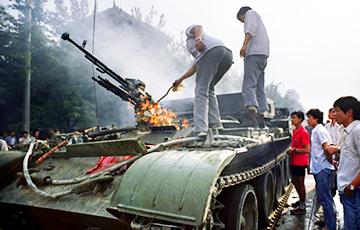 Умер автор снимка «Неизвестный бунтарь» на площади Тяньаньмэнь
