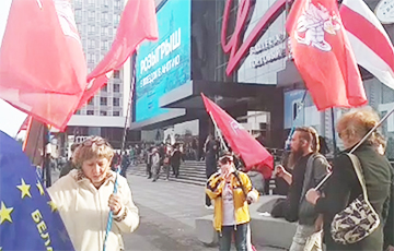 Video Fact: European Belarus' Signature Collection Pickets In Minsk Center
