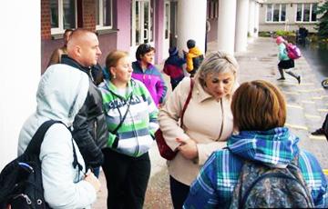 В скандальной гомельской школе прошло стихийное родительское собрание