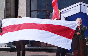 Photo Fact: National Flag Day Celebrated In Minsk Center