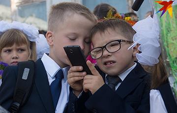 Что изменил месяц запрета мобильников в школах