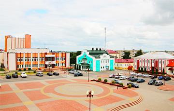 Житель Кореличей: Перед приездом Лукашенко новый асфальт посыпали цементом, чтобы выглядел старым