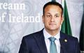 Премьеру Ирландии вручили святую воду перед встречей с Джонсоном