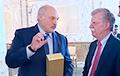СМІ: Лён, які Лукашэнка перадаў Трампу, так і застаўся ў пасольстве