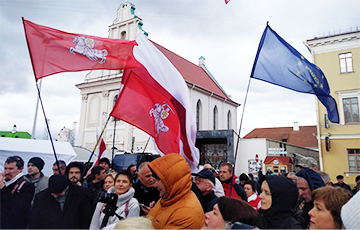 В Минске прошла легальная акция в защиту независимости