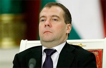 Медведев поручил Орешкину срочно найти рецепт экономического чуда РФ
