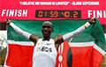 Кениец Кипчоге первым в истории пробежал марафон менее чем за два часа