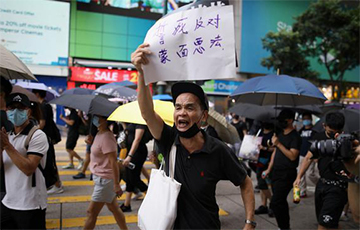 Тысячи жителей Гонконга вновь вышли на протестную акцию
