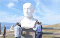 Россияне снесли в знак протеста бюст Путину на Байкале