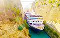 Відэахіт: У Грэцыі велізарны карабель спрабуе пераплыць вельмі вузкі канал