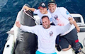 Фотофакт: Ребенок поймал 314-килограммовую акулу