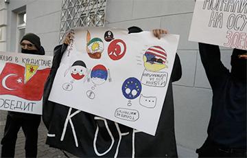 У посольства Турции в Минске прошла акция «Руки прочь от Курдистана!»