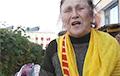 Белорусская пенсионерка напугала чиновников
