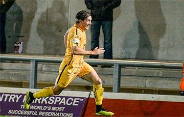 Видеофакт: В Англии футболист забил гол головой с центра поля