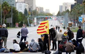 «Марш свабоды»: у Каталоніі праходзяць усеагульны страйк і масавыя дэманстрацыі