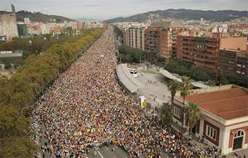У Барсэлону прадаўжаюць прыбываць тысячы каталонцаў