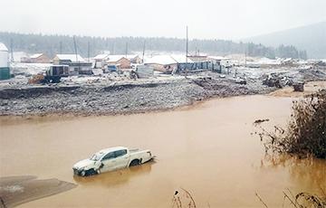 В Красноярском крае РФ вода прорвала дамбу, погибли 17 человек