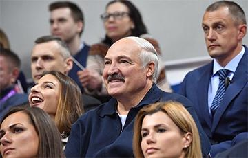 Лукашенко объяснил, зачем ему красавицы из службы протокола