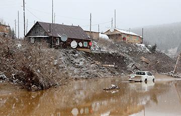 Прорыв дамб под Красноярском: в России началась золотая лихорадка