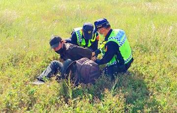 В Тайване белорус пытался забраться на шасси самолета