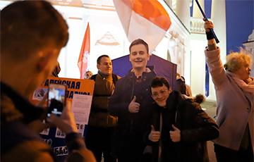 В Минске прошла встреча зрителей фильма NEXTA «Лукашенко. Уголовные материалы»