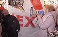 Фотафакт: На плошчы Свабоды разгарнулі вялізны банер з надпісам NEXTA