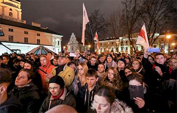 Милиционеры в Минске отобрали камеры у журналистов немецкого телеканала ARD