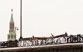 Каля Крамля вывесілі банер з надпісам «СТОП (!) ГУЛАГ»