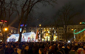 Фотофакт: Команда «Европейской Беларуси» на встрече на площади Свободы