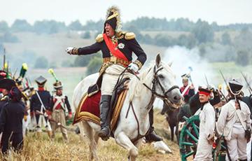 «Он проходил на белом коне около наших рядов и говорил: Да здравствует император!»