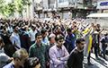 У Іране дэманстранты спалілі статую аяталы Хамейні