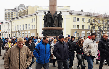 Противники аккумуляторного завода массово вышли на площадь в Бресте