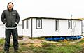«Поспорил, что сделаю»: минчанин строит плавучий дом на Чижовском водохранилище