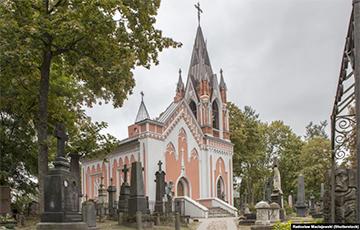 У капліцы на Росах, дзе пахавалі Каліноўскага, зьявілася беларуская мова