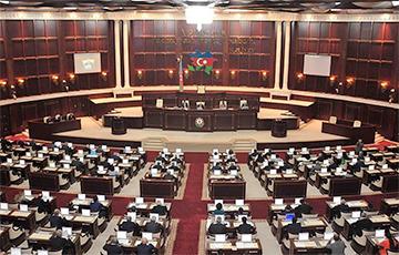 Парламент Азербайджана решил самораспуститься