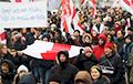 Колонна протестующих в Минске двинулась в сторону Площади Победы