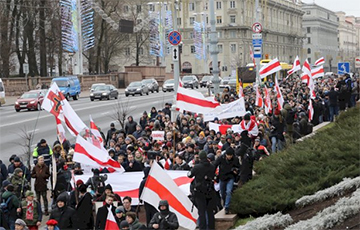Молодая белоруска на акции за независимость: Я горжусь нашими людьми!