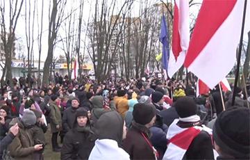 "Novaya Gazeta: ""Hail to the Nation, No Integration!"""