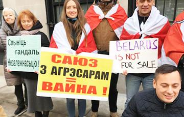 Белорусы пикетировали российское консульство в Нью-Йорке