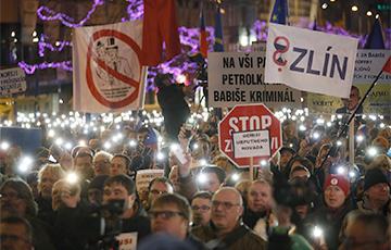 В Праге тысячи людей требуют отставки премьер-министра Чехии