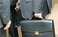 Эксперты: Белорусы уходят с государственной службы