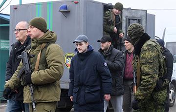 Освобожденным из плена украинцам подарят квартиры