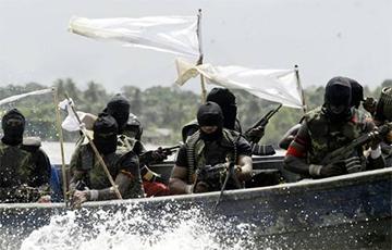 Пираты захватили 13 моряков с танкера с российско-украинским экипажем