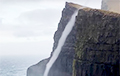 Видеофакт: Вода течет вверх по утесу Бейнисворд