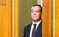Медведев перед отставкой едва не уронил российскую банковскую систему