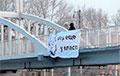 Россиянин вышел протестовать из-за изменения Конституции с необычным плакатом